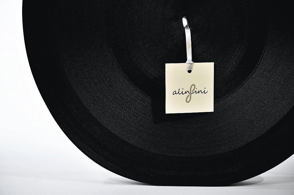 ALINFINI recycle des sangles de l'industrie automobile en accessoires haute couture